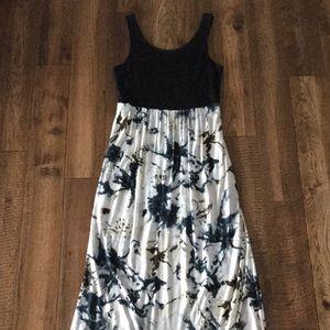 NEW LISTING! Maxi Dress